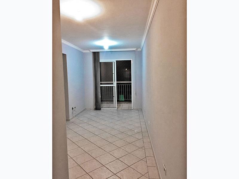 Sacomã, Apartamento Padrão-Sala com piso de cerâmica, teto com moldura de gesso e acesso a varanda.