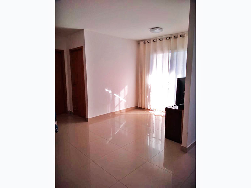 Ipiranga, Apartamento Padrão-Sala irregular com piso de porcelanato e acesso a varanda.