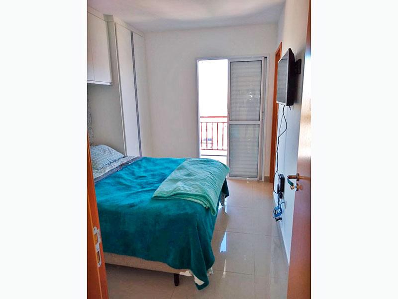 Ipiranga, Apartamento Padrão-1ª Suíte com piso de porcelanato, armários planejados e acesso a varanda.