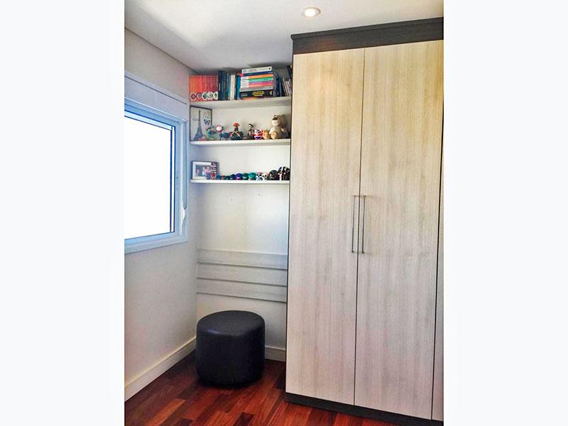 Sacomã, Apartamento Padrão-2º Quarto com piso de taquinho, iluminação embutida e armários planejados.