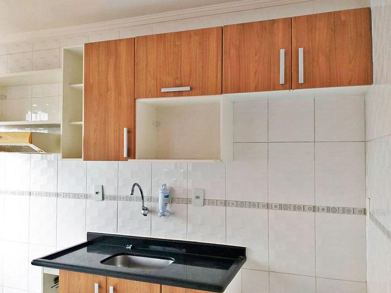 Jabaquara, Apartamento Padrão-Cozinha americana com piso de cerâmica, teto com moldura de gesso, armários planejados, gabinete, pia de granito e acesso a área de serviço.