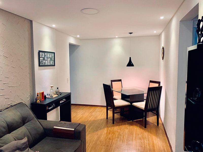 Sacomã, Apartamento Padrão - Sala com piso laminado, teto com sanca e iluminação embutida.