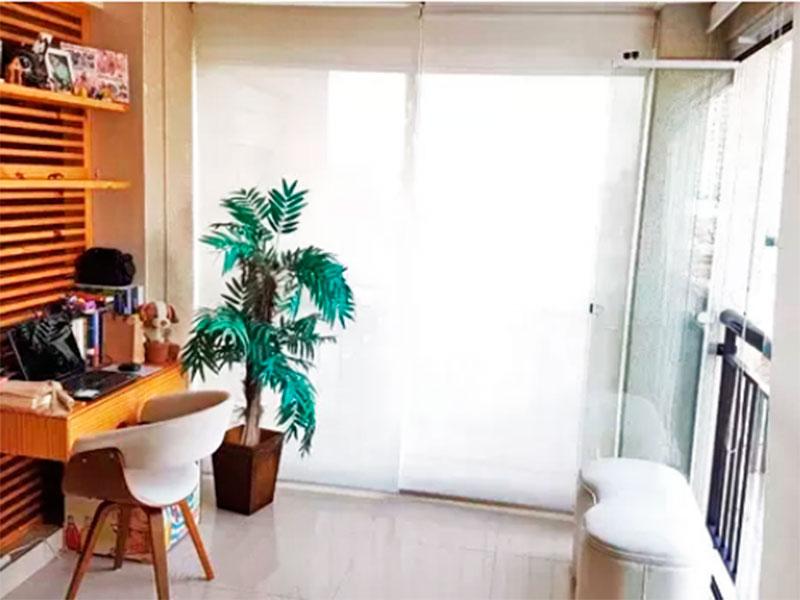 Sacomã, Apartamento Padrão-Varanda gourmet com piso de porcelanato, gabinete, pia de  granito, churrasqueira e fechamento de vidro.