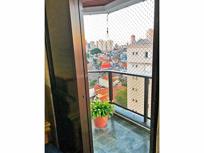 Ipiranga, Apartamento Padrão-Sacadas com piso de ardosia e tela de proteção.