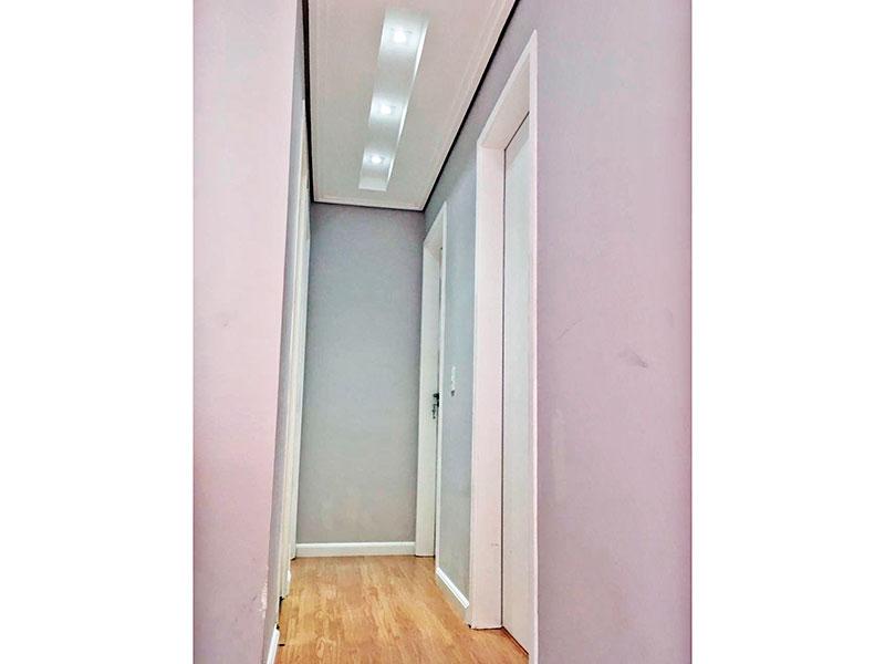 Sacomã, Apartamento Padrão-Corredor com piso laminado, teto com sanca e iluminação embutida.