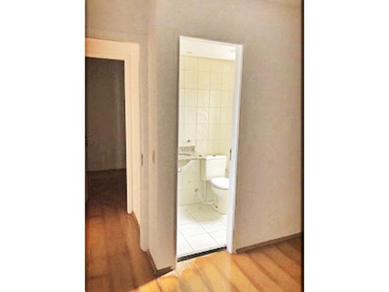 Jabaquara, Apartamento Padrão-Suíte com piso laminado.