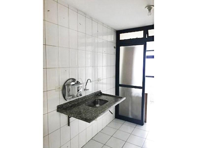 Jabaquara, Apartamento Padrão-Cozinha com piso de cerâmica, pia de granito e acesso a área de serviço.