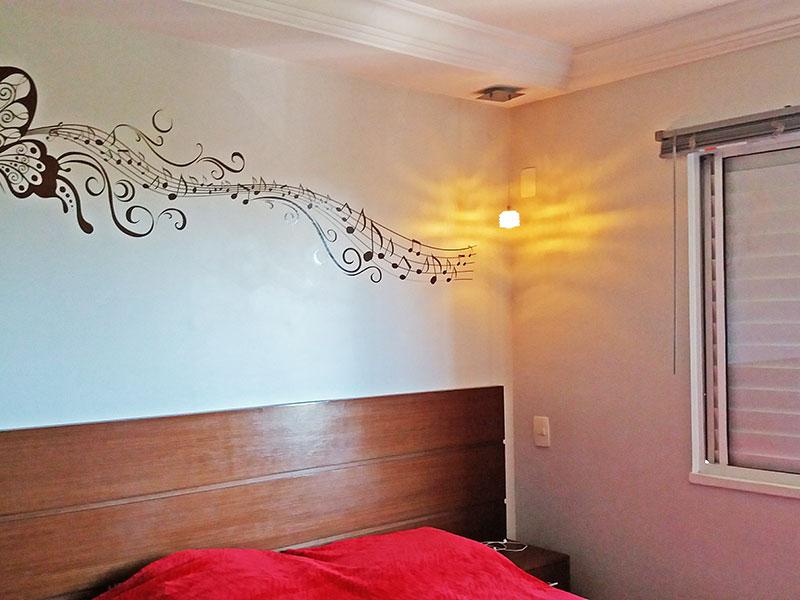 Sacomã, Apartamento Padrão-1º Quarto com piso laminado, teto com sanca de gesso e armários planejados.