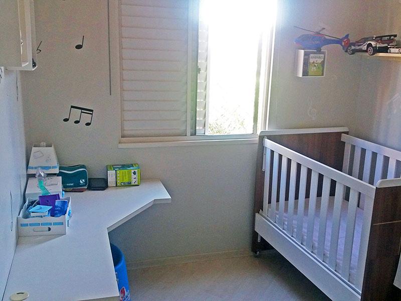 Sacomã, Apartamento Padrão-3º Quarto com piso laminado, teto com sanca de gesso e armários planejados.