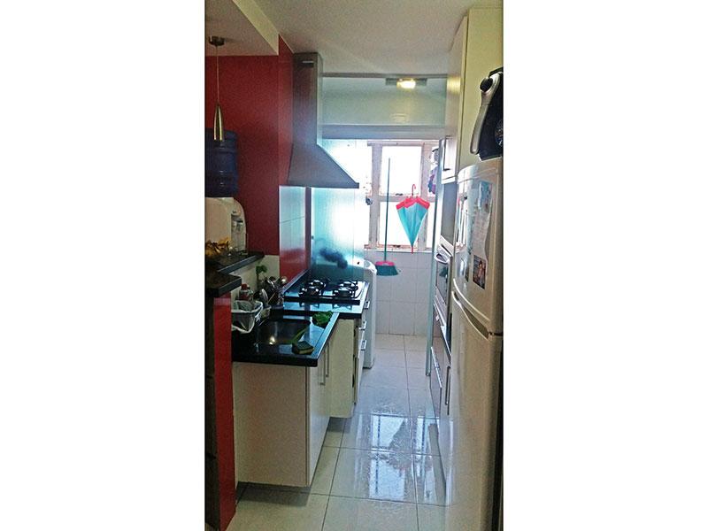 Sacomã, Apartamento Padrão-Cozinha americana com piso de cerâmica, gabinete, cooktop, pia de granito e acesso a área de serviço.