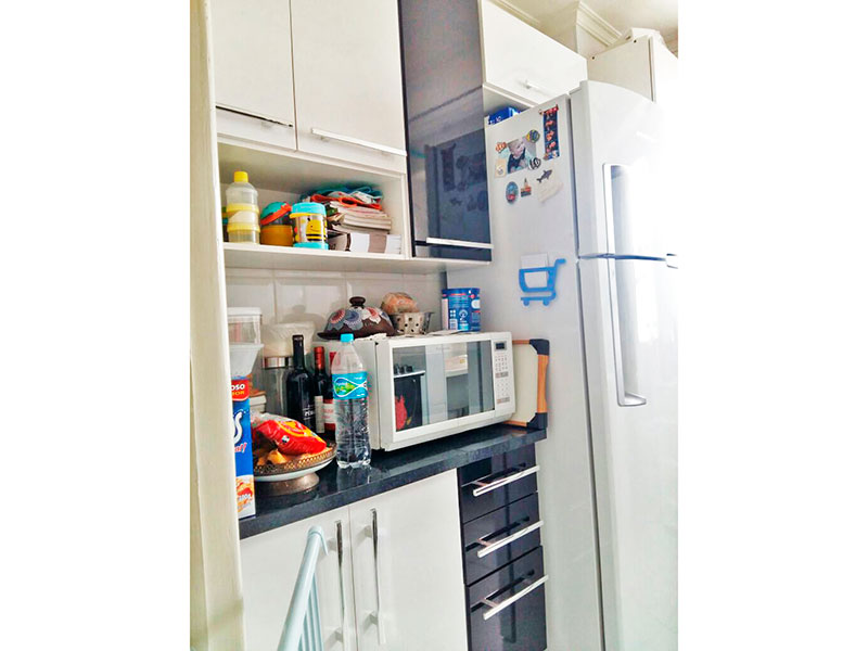 Jabaquara, Apartamento Padrão-Cozinha integrada com a área de serviço, com piso de cerâmica, teto com moldura de gesso, gabinete e pia de granito.