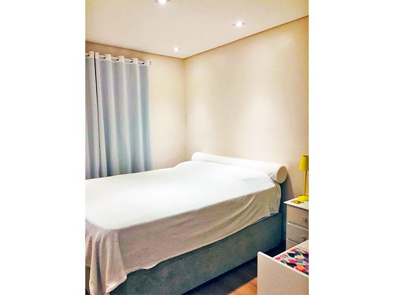 Sacomã, Apartamento Padrão-1º Quarto com piso laminado, teto com sanca e iluminação embutida.