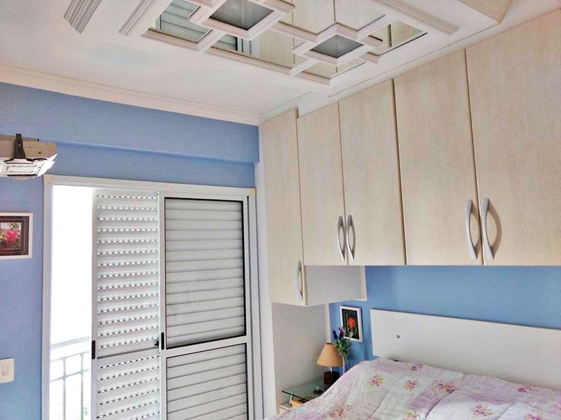 Ipiranga, Apartamento Padrão-Suíte com piso laminado, teto com moldura de gesso, armários planejados e acesso a sacada.