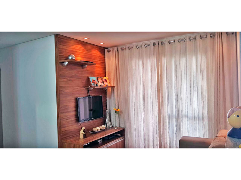 Ipiranga, Apartamento Padrão - Sala com piso laminado, iluminação embutida e acesso a varanda gourmet.