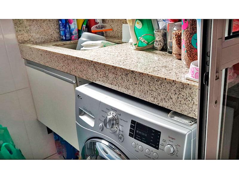 Ipiranga, Apartamento Padrão-Área de serviço com piso de cerâmica, gabinete e pia de granito.