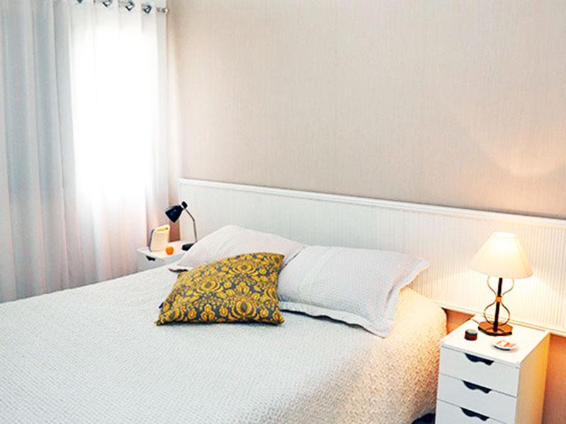 Jabaquara, Apartamento Padrão-1º Quarto com piso de cerâmica e teto com moldura de gesso.