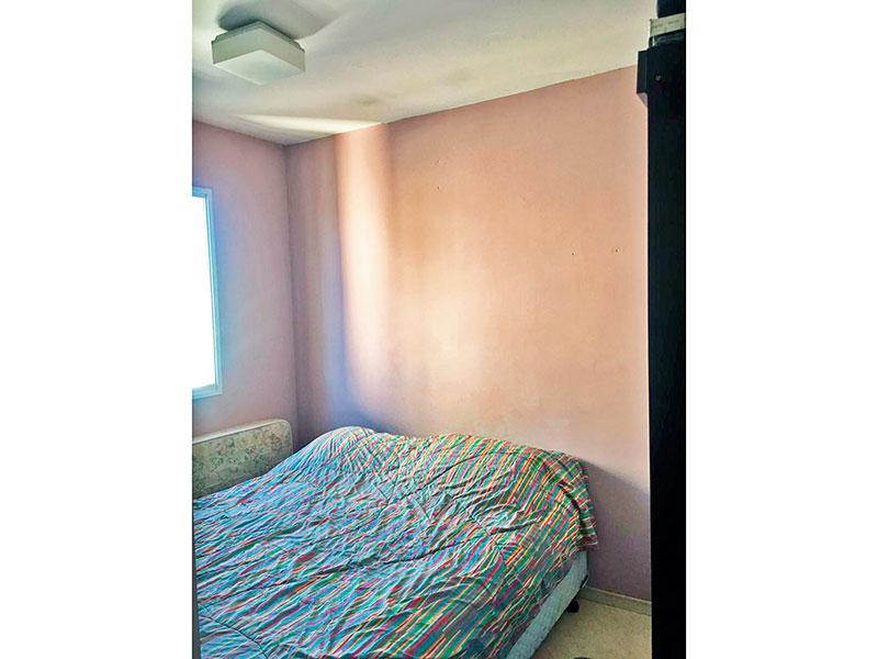 Ipiranga, Apartamento Padrão-1º Quarto com piso laminado.