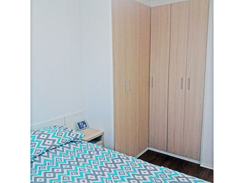 Sacomã, Apartamento Padrão-1º Quarto com piso laminado, teto com moldura de gesso e armários planejados.