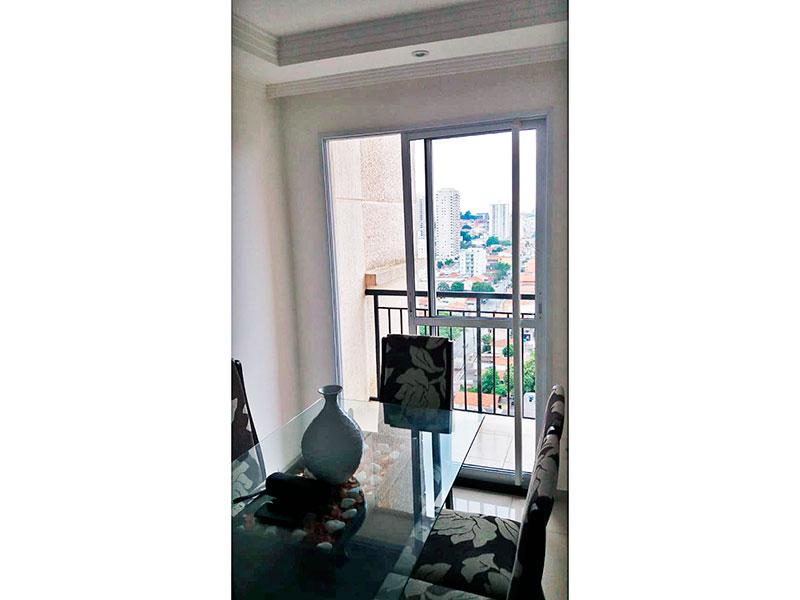 Sacomã, Apartamento Padrão-Sala em com piso de porcelanato, teto com sanca de gesso, iluminação embutida e acesso a varanda.