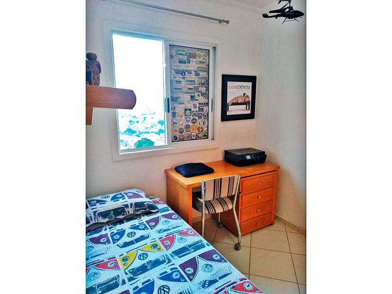 Sacomã, Apartamento Padrão - 2º Quarto com piso de cerâmica, teto com moldura de gesso e armários planejados.