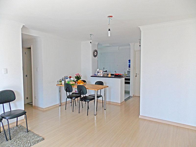 Sacomã, Apartamento Padrão-Sala irregular com piso laminado, teto com moldura de gesso e acesso a varanda gourmet.