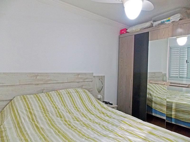 Sacomã, Apartamento Padrão-Suíte com piso laminado e teto com moldura de gesso.