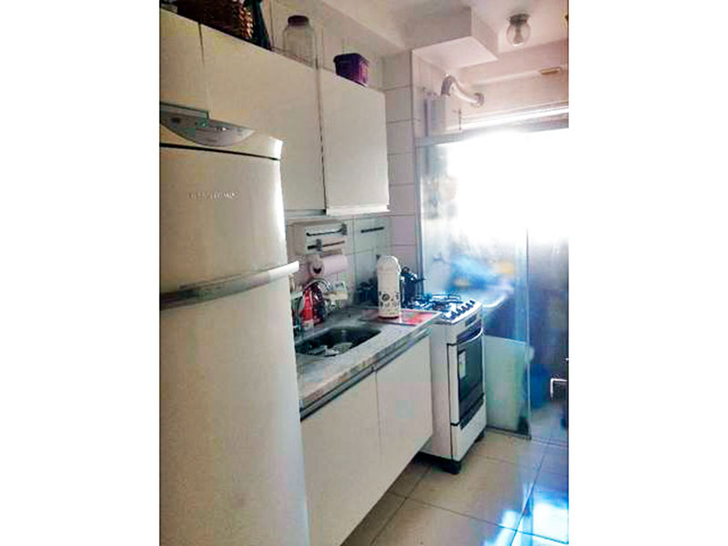 Ipiranga, Apartamento Padrão-Cozinha com piso de cerâmica, gabinete, pia de mármore e acesso a área de serviço.