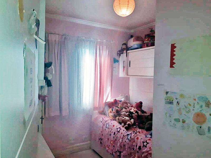 Jabaquara, Apartamento Padrão-2º Quarto com piso laminado, teto com moldura de gesso e armários planejados.