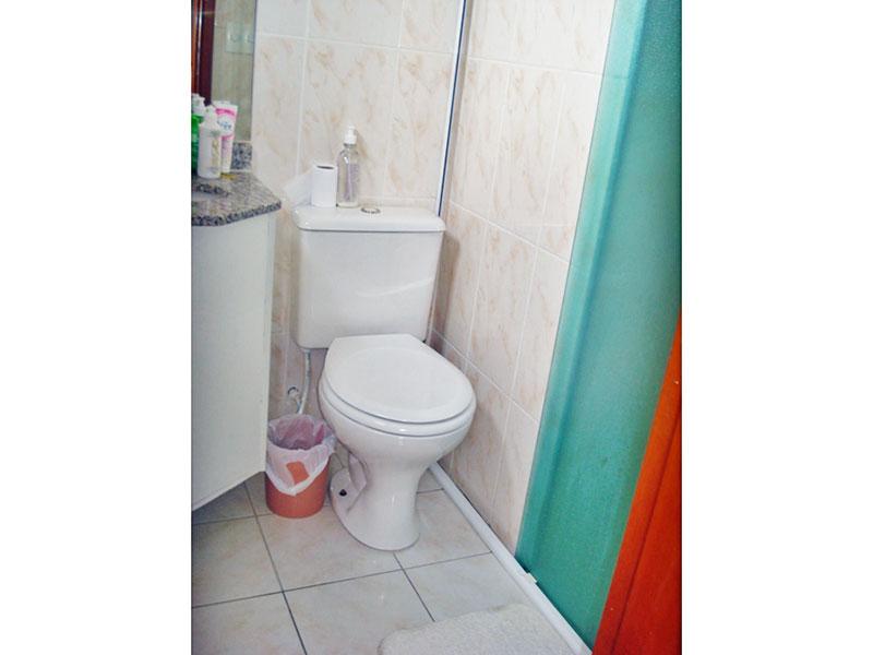 Sacomã, Apartamento Padrão-Banheiro da suíte com piso de cerâmica, gabinete, pia de granito e box e vidro.