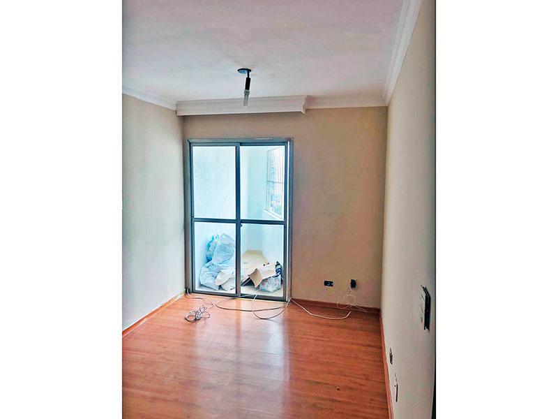 Jabaquara, Apartamento Padrão - Sala em L com piso laminado, teto com moldura de gesso e acesso a varanda.
