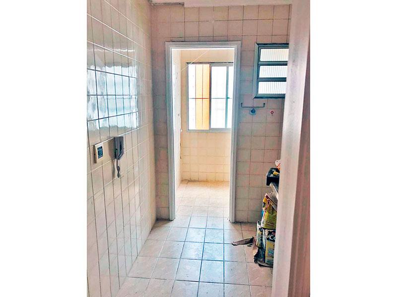 Jabaquara, Apartamento Padrão-Cozinha com piso de cerâmica, teto com moldura de gesso e acesso a área de serviço.