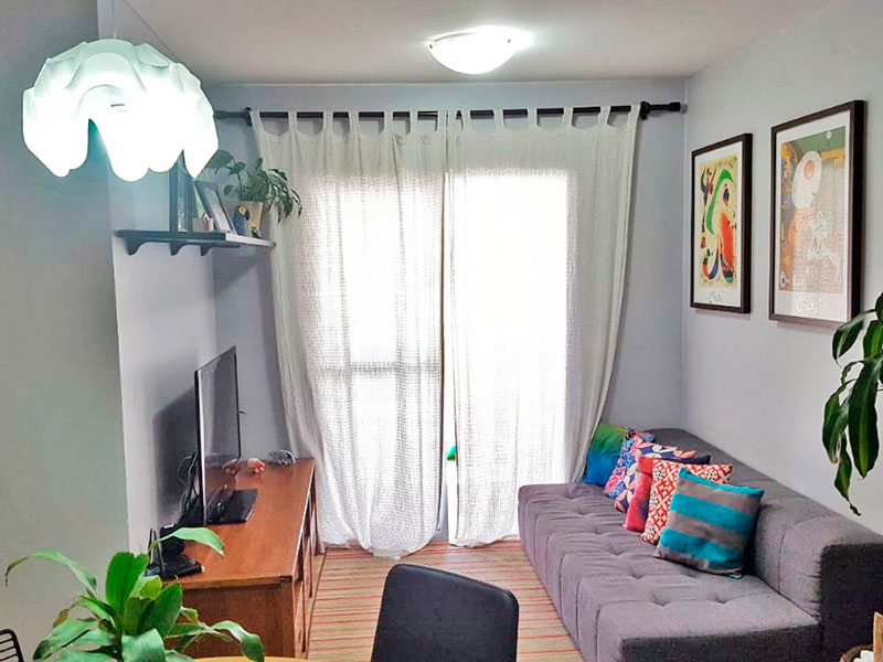 Ipiranga, Apartamento Padrão - Sala em L com piso laminado e acesso a varanda.