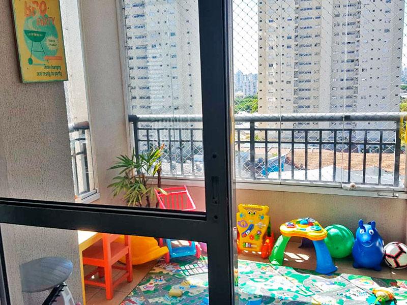 Ipiranga, Apartamento Padrão-Varanda com piso de cerâmica, fechamento de vidro e tela de proteção.