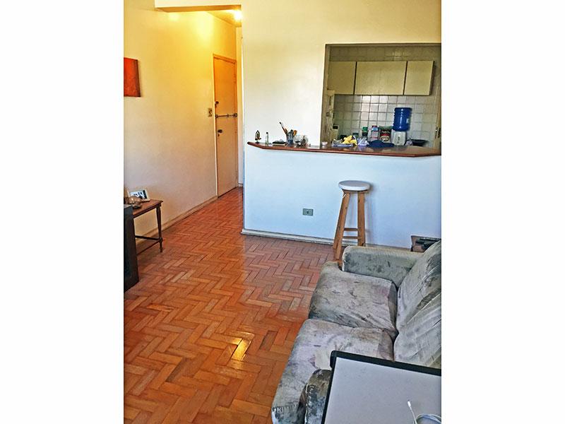 Ipiranga, Apartamento Padrão - Sala com piso de taco.