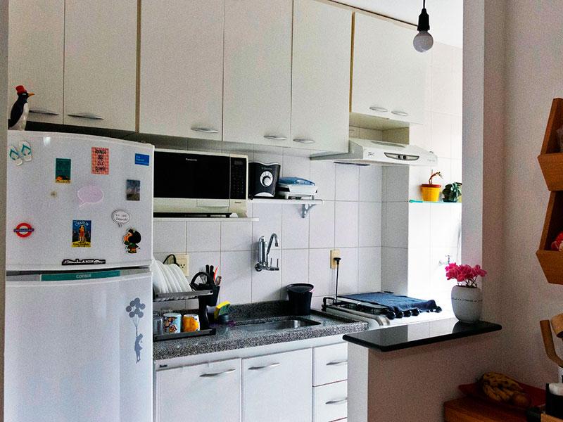 Jabaquara, Studio-Cozinha americana integrada com a área de serviço, com piso de cerâmica, gabinete e pia de granito.