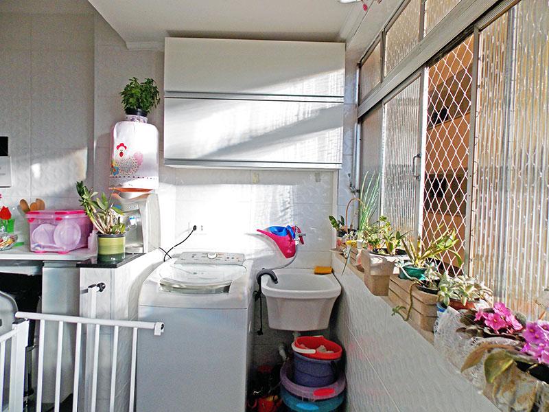 Ipiranga, Apartamento Padrão-Área de serviço com piso de porcelanato e teto com moldura de gesso.