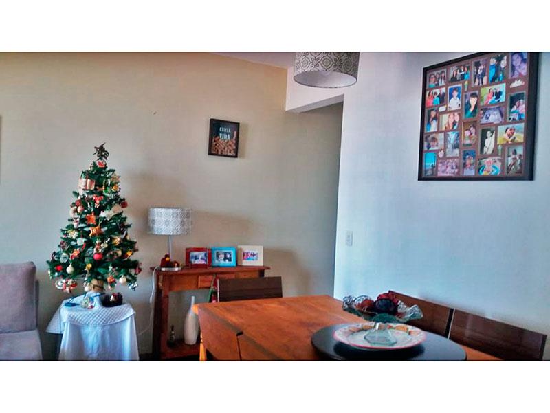 Ipiranga, Apartamento Padrão-Sala em L com piso laminado e acesso a varanda.
