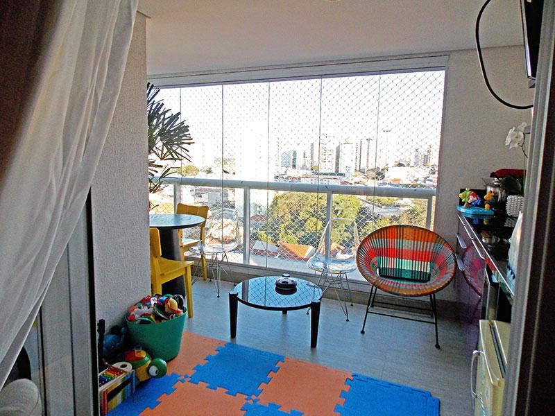 Ipiranga, Apartamento Padrão-Varanda gourmet com piso de cerâmica, teto com sanca, gabinete, pia de granito, fechamento de vidro e tela de proteção.