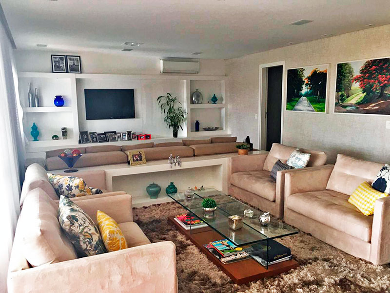 Ipiranga, Apartamento Padrão-Sala ampliada (com o 4º quarto), com piso de madeira, teto com sanca, iluminação embutida e acesso a varanda gourmet.