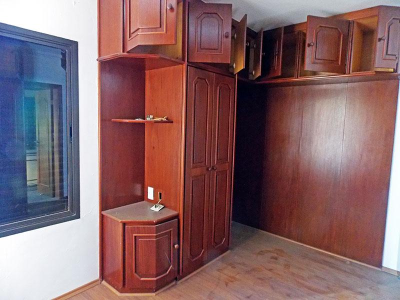 Ipiranga, Cobertura Duplex-3ª Suíte com piso laminado, teto com moldura de gesso e armários planejados.