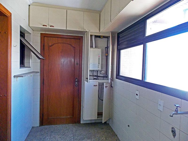 Ipiranga, Cobertura Duplex-Área de serviço com piso de cerâmica, teto com moldura de gesso, armários planejados e aquecedor de passagem.