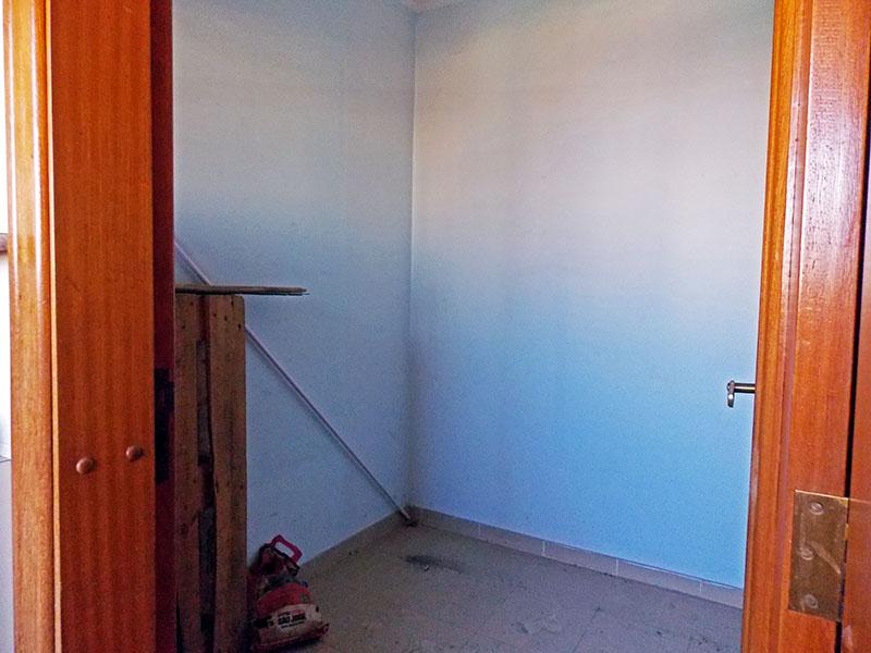 Ipiranga, Cobertura Duplex-Dependência de empregada com piso de cerâmica.