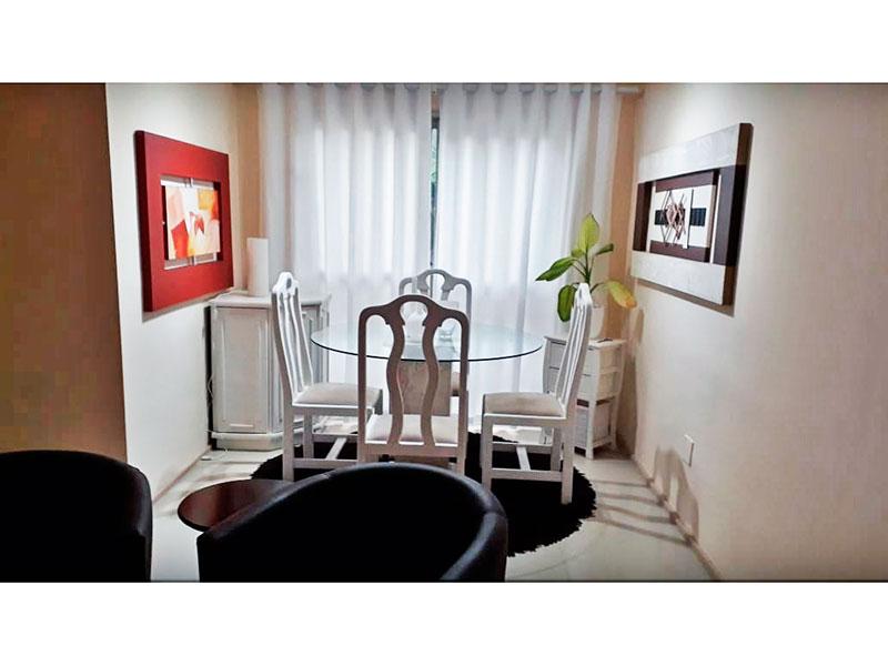 Jabaquara, Apartamento Padrão - Sala com piso de cerâmica e teto com moldura de gesso.