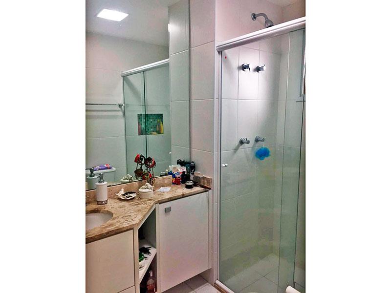 Ipiranga, Apartamento Padrão-Banheiro da 3ª suíte com piso de cerâmica, gabinete, pia de mármore e box de vidro.