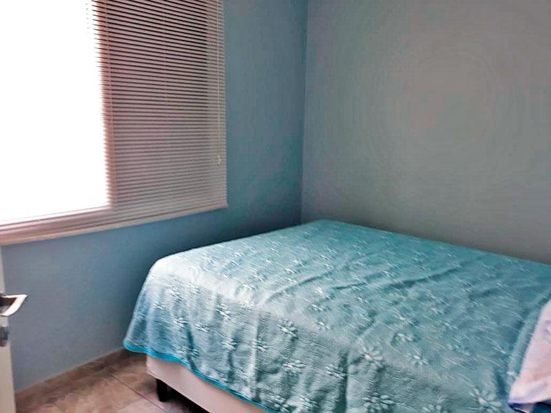 Jabaquara, Apartamento Padrão-1º Quarto com piso de cerâmica, teto com moldura de gesso e armários planejados.
