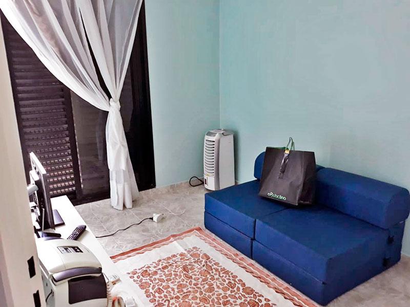 Jabaquara, Apartamento Padrão-2º Quarto com piso de cerâmica, teto com moldura de gesso e armários planejados e acesso a varanda.