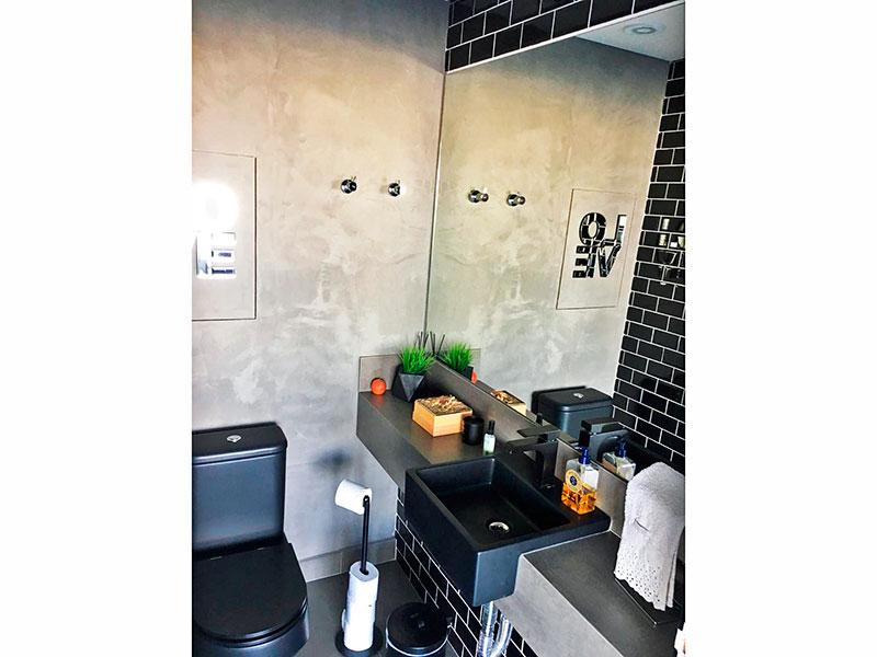 Ipiranga, Apartamento Penthouse-Lavabo com piso de cerâmica, iluminação embutida e pia de granito.