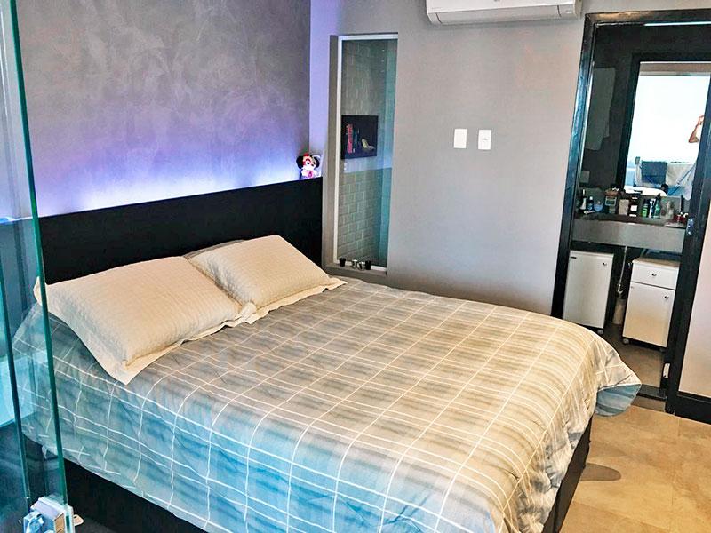 Ipiranga, Apartamento Penthouse-Suíte com piso de cerâmica, teto com sanca, iluminação embutida e armários planejados.