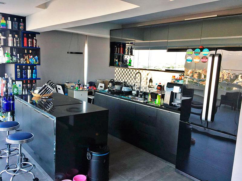 Ipiranga, Apartamento Penthouse-Cozinha com piso de cerâmica, gabinete, pia de granito e acesso a área de serviço.