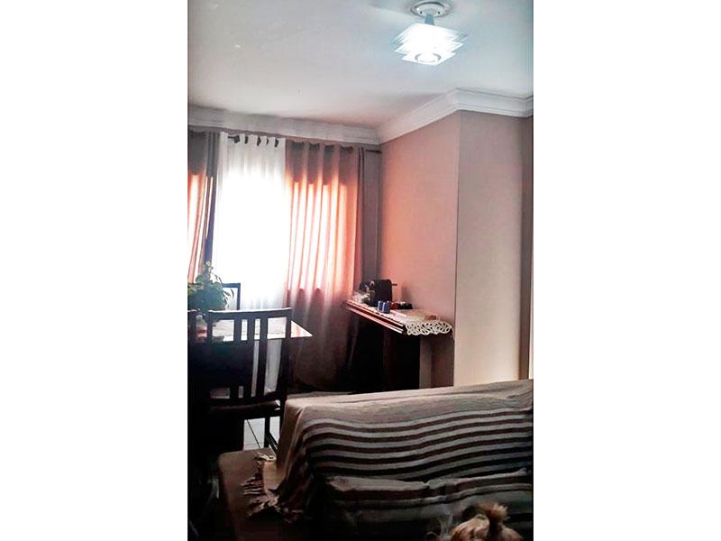 Jabaquara, Apartamento Padrão-Sala com piso de cerâmica e teto com moldura de gesso.